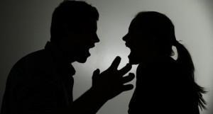 Häusliche Gewalt: Wie sich Betroffene schützen können - in 7 Sprachen