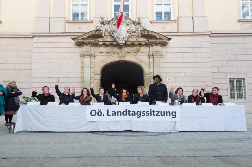 Landtagssitzung - Bündnis 8. März - 31 Frauenorganisationen in Oberösterreich haben sich vor fünf Jahren zum Bündnis 8. März zusammengeschlossen. Ziel des Bündnis 8. März ist es, Frauenpolitik sichtbar zu machen.